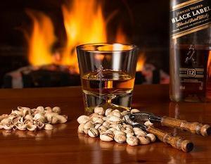 ジョニーウォーカーブラックラベル12年・赤と黒の違いや評価、飲み方
