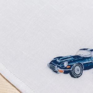 写真から起こした図案(クラシックカー)をハンカチに刺繍