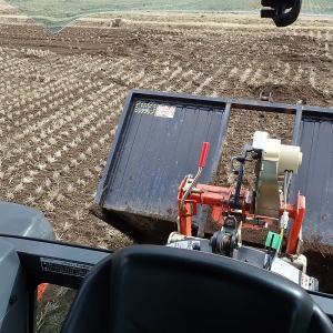 整地キャリアで田んぼの均平化、初めての作業です。