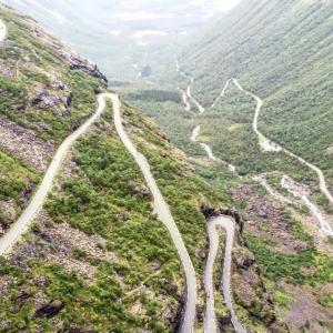 世界屈指のつづら折り ノルウェー、トロルスティーゲンのグネグネ道をハーレーで走る