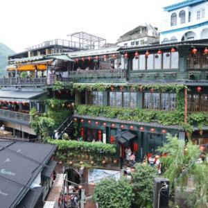 台北市内から九份までのバスでの行き方と昼の九份を観光した様子をお伝えします
