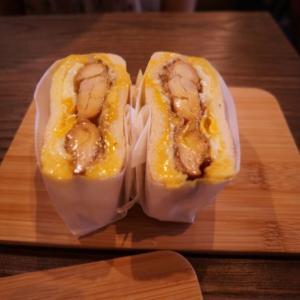 【台湾旅行】良粟商號で半熟卵が溢れ出る炭火で焼いたトーストサンドイッチ食べましょう