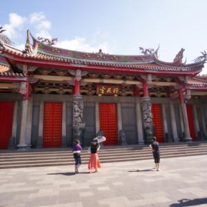 【台湾旅行】行天宮は商売繁盛の神関羽が祀られている地元の方々に愛されるお寺です