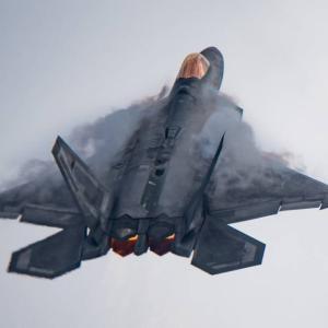 ようやく本領発揮、世界最強の戦闘機F-22Aが「神の視点」を味方に提供