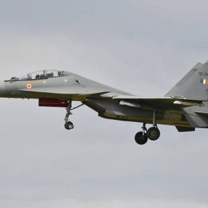 中国との対立が続くインド、ロシア製戦闘機Su-30とMiG-29を緊急調達