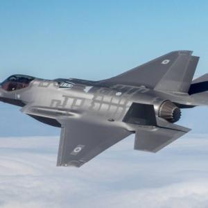 狙いはS-400の情報収集? ロシアが警戒するイスラエルのF-35特殊試験機
