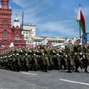 クリミアの二の舞を恐れるベラルーシ、露侵攻に備えて軍を国境沿いへ移動
