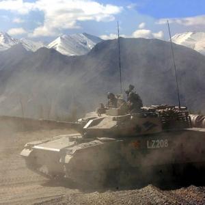 対中国用の軽戦車開発を検討中のインド、韓国製自走砲「K-9」を流用?