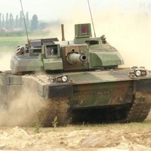 フランス国防省の警告、軍隊の無駄を削減すれば危機に対して無力