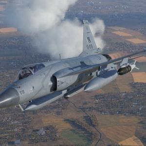 マレーシアが軽戦闘機調達に関する入札を発表、JF-17が最有力候補で次点はFA-50とテジャス