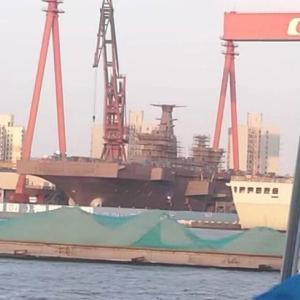 075型強襲揚陸艦はモンスター?中国、空母建造の裏で進む水陸両用戦力の強化