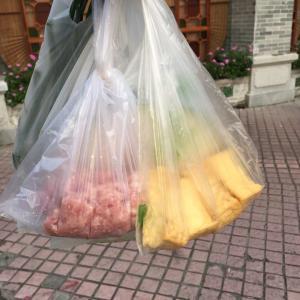中国生活 ひき肉洗ってます。