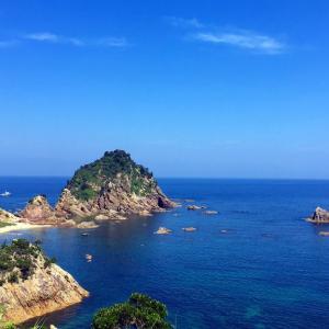 夏のはじめの青い空、青い海、青い海岸