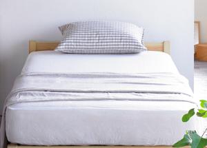 新しい MUJ Iのベッド、麻のシーツ