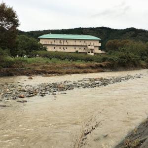 里の小川が見るも無残に。田園地帯の成木川