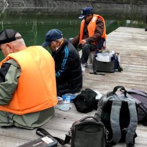 名栗湖でワカサギの試し釣り。ニジマス掛かって、仕掛けブッチン!