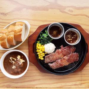 札幌北区で肉ランチが楽しめる「ステーキハウス 魔法のらんぷ 北24条店」をブログで紹介!【コスパ良し】