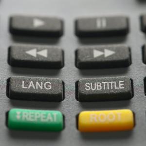動画配信サービスで英語字幕で視聴できるのはどこ?日本語の字幕でも視聴できるか合わせて解説