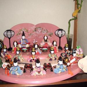 雛人形は木目込み雛人形をオススメしたいけど15人飾りと平置きのものが少ない。