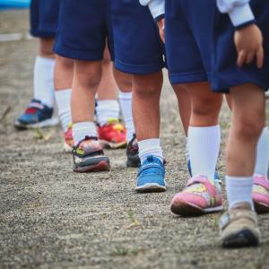 小学生の靴は瞬足一択だけど被ったら何かつっかかってくる子いませんか?【令和コソコソ噂話:胡蝶しのぶさんっぽい靴見つけました】