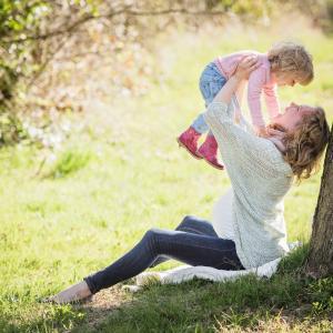 【COVID-19】幼い子の保護者の約6割 「うつ病検査推奨」の状態