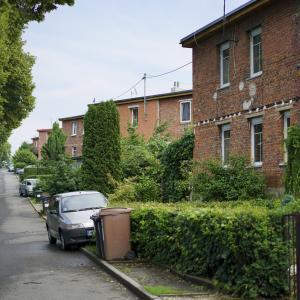 チェコでは特殊なレンガだらけの住宅街  - 『 バチャハウス 』