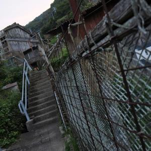 階段だらけの港町 - 中通島、奈良尾町を歩く ( 登る )