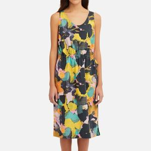 春は華やかな洋服が映える季節に映えるアイテムコーデ