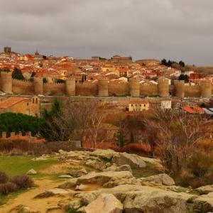 完璧な城壁を残す街・アビラとパラドール・アビラ(Parador de Ávila)