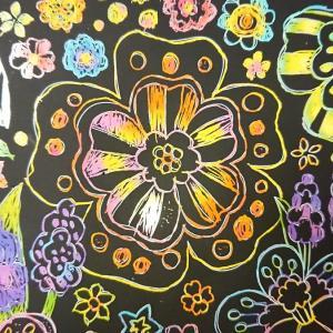 ダイソーのスクラッチアートは、アーティスト気分になれる神アイテムだった