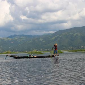 【ミャンマー】インレー湖でお昼ご飯、3時のおやつは魚。