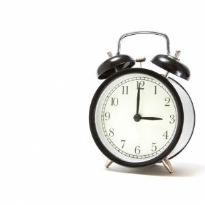 早起きってどうすればできるの!? 目覚まし時計の工夫や生活習慣の見直しで、快適な早起き生活をしよう