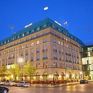映画『グランド・ホテル』あらすじと感想/「グランドホテル形式」はここから始まった!