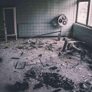 映画『アサイラム・バスターズ』あらすじと感想/廃病院で襲われる調査チーム