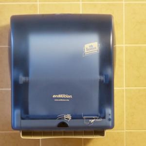 トイレのハンドドライヤー利用は実はリスクが高い。インフルエンザや花粉症の方は特に注意が必要だ。