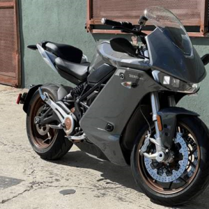 次世代の電動バイクと評価の高い、Zero SR/Sレビュー!