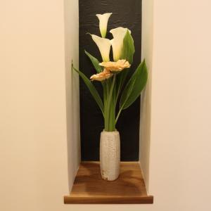 「富士見の家」照明計画の解説その9「玄関のニッチ内を照らすダウンライト照明」