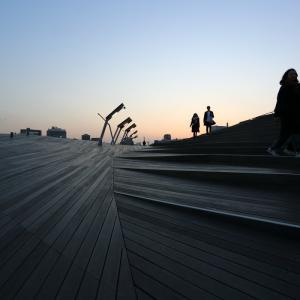 シルエット「大さん橋ターミナル」