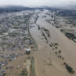 「もう堤防には頼れない」日経新聞が今度は防災の自己責任と民営化を提案