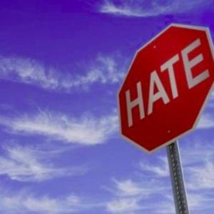 「中国語しゃべるな、ここでは英語で話せ」カナダで白人女性が中国系店員を罵倒する動画が物議