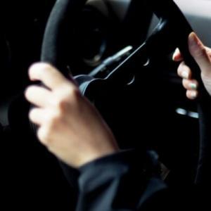 元彼の車と時速194キロでレース 飲酒運転の23歳女の車大破で1歳息子が死亡