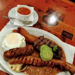 トロントのご飯屋さん~ボリューム200点満点コロンビア料理!@Mi Tierra Restaurant