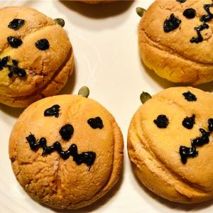 ハロウィン当日に送られてきたメロンパンの写真
