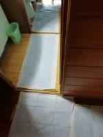 トイレと廊下に敷き詰めた尿漏れ対策は後始末5分の大正解でした。