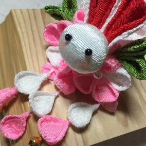 【つまみ細工】大好きな髪飾りの1つです。ほわ~んとしたウサギさんです。