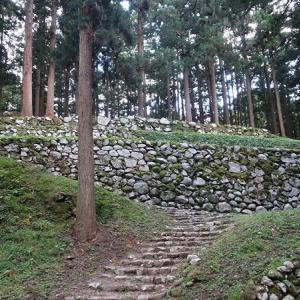 日本100名城No.34七尾城の見どころやスタンプや駐車場は?バイクで行く!
