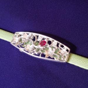 フルオーダーで帯留めを…宝石は、お祖母さんから譲り受けたものを使って…