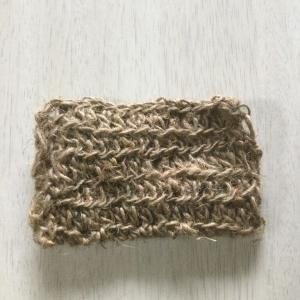 麻紐でタワシを編む