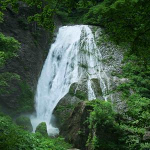 鈴ヶ滝  新潟県村上市の山奥にある綺麗な滝
