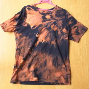 シャツを脱色して個性的な服を手に入れよう!服の脱色の方法を紹介